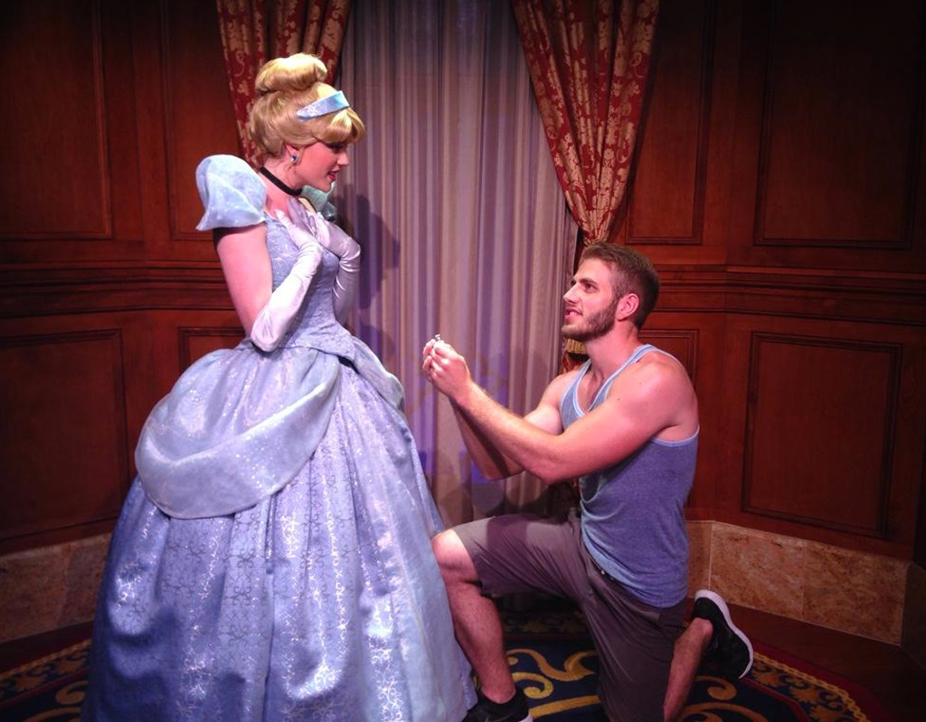 This Guy Proposed To All Of The Princesses At Disney World And