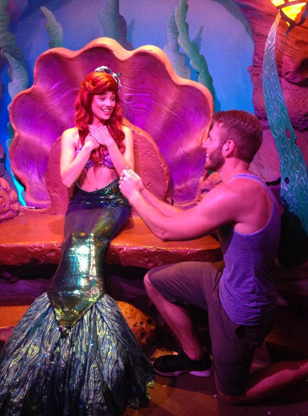 This Guy Proposed to All of the Princesses at Disney World ...