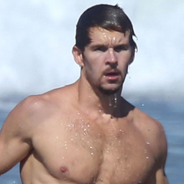 True Bloods Ryan Kwanten Shows Off His Hot Body In Malibu See The Photo E News