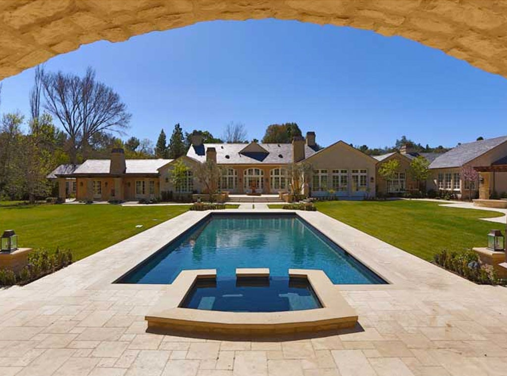 Get in the pool from kim kardashian kanye west 39 s 20 for Kanye west house address