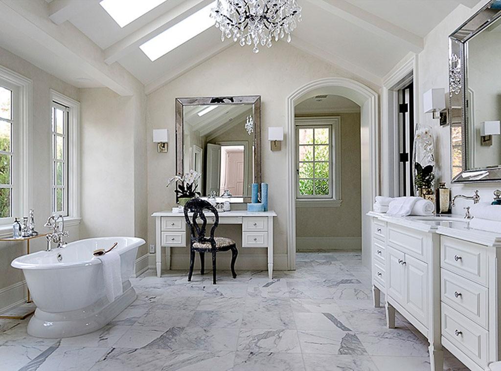 run a bubble bath from kim kardashian kanye west 39 s 20 million dream home e news. Black Bedroom Furniture Sets. Home Design Ideas