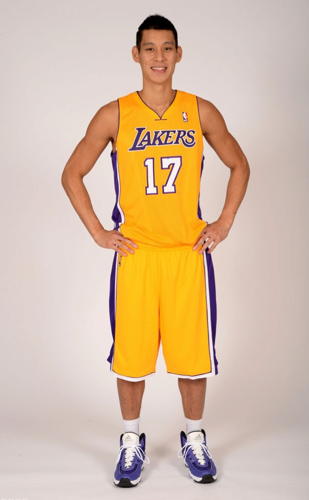 Watch Jeremy Lin Scare Fans While Pretending to Be a Wax Figure ...