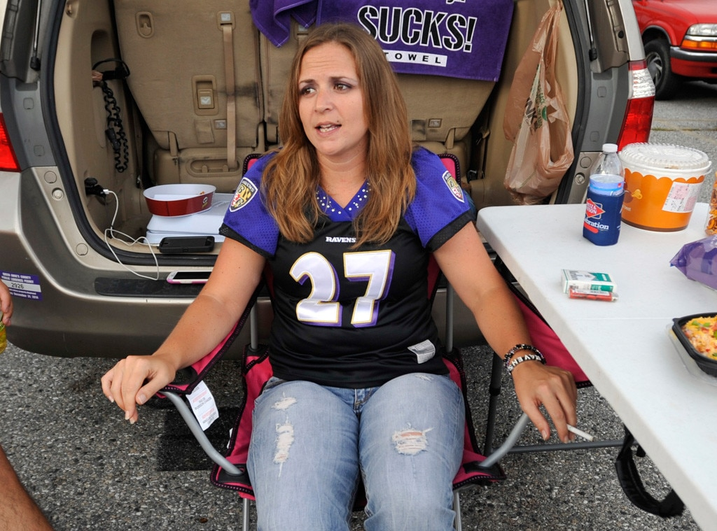 Women Continue Wearing Ray Rice Jerseys - E! Online