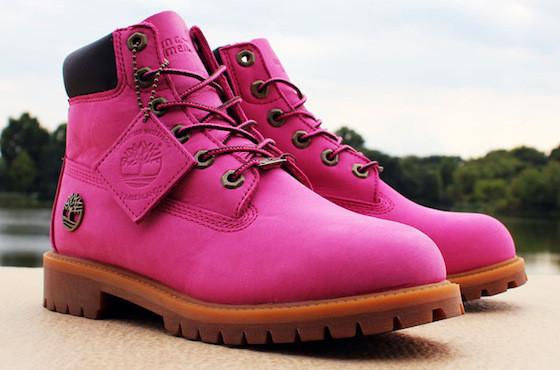 Empuje bolsillo Manifestación  Presentan una botas masculinas rosadas para que los hombres se ...