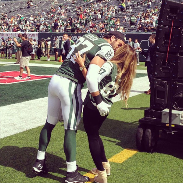 1373d36f768 Jessie James Decker Wows While Singing National Anthem at Jets Game ...