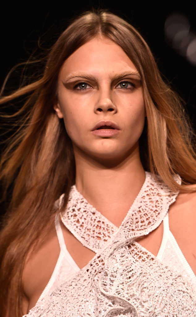 Cara Delevingne S Famous Eyebrows Disappear Find Out What Happened