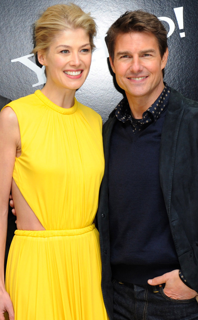 Gone Girl How Tom Cruise Helped Rosamund Pike With The
