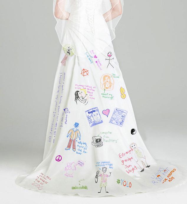 08d117ae3 El vestido de novia de Angelina Jolie es motivo de burla (+ Foto ...