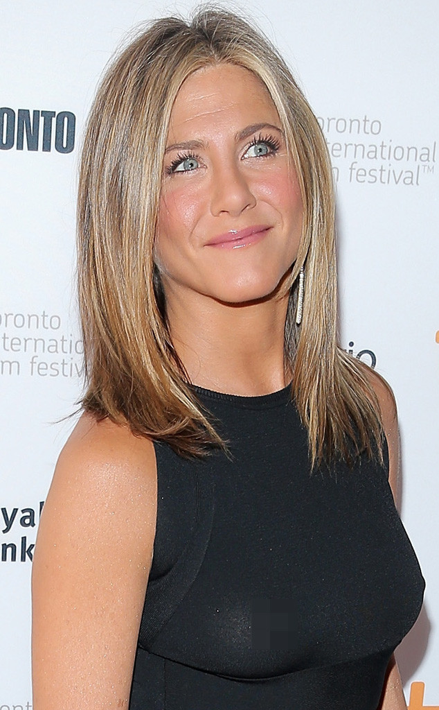 Jen Aniston Accidentally Flashes Nipple After Going Braless At Tiff  E News-8541