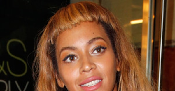 Beyonce Debuts Super Short Bangs In Paris Do You Think It S A Wig