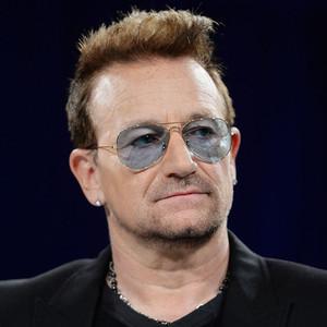 93fa3bb04 Porta de avião de Bono Vox se desprende e cai em pleno voo | E! News