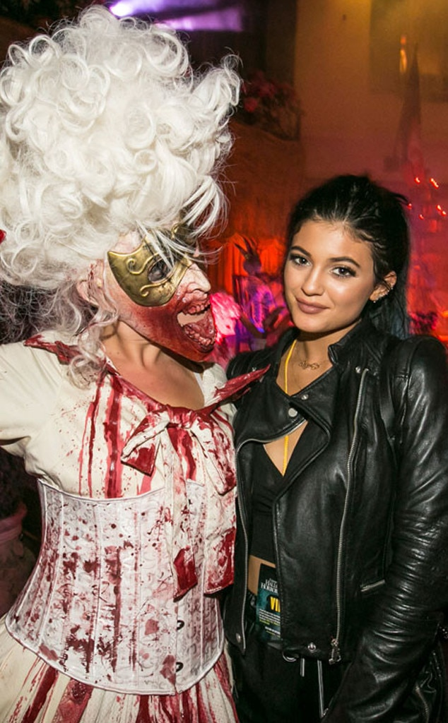 Time to Get Spooky -  The celeb rocks an incognito, all-black ensemble to Universal Studio's Halloween Horror Nights tin 2014.
