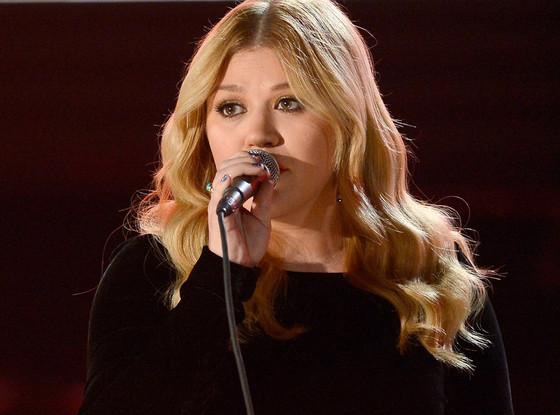 Kelly Clarkson, Grammys, Performance