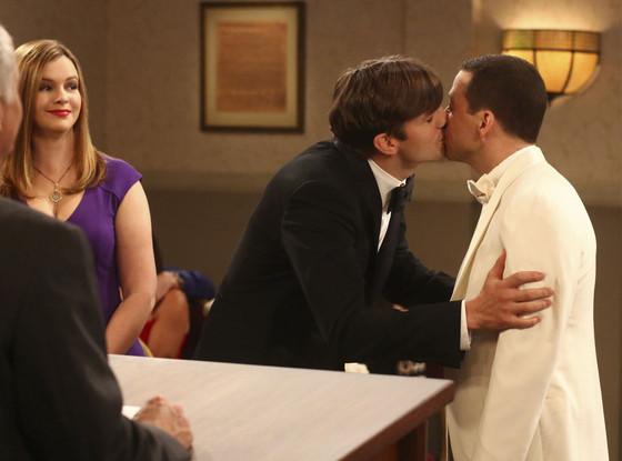 Two And A Half Men, Ashton Kutcher, Jon Cryer, Kiss