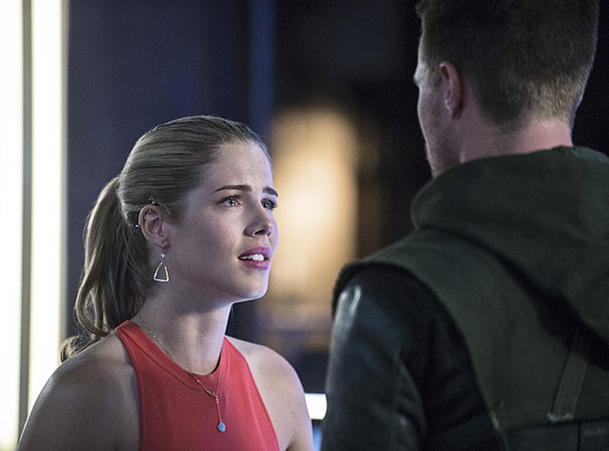 Arrow, Emily Bett Rickards, Stephen Amell