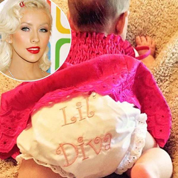 Christina Aguilera divulga primeira foto da filha