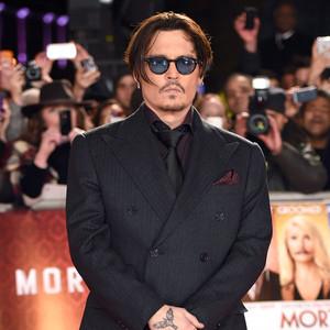 Johnny Depp faltou a evento porque estava lutando com o chupacabra