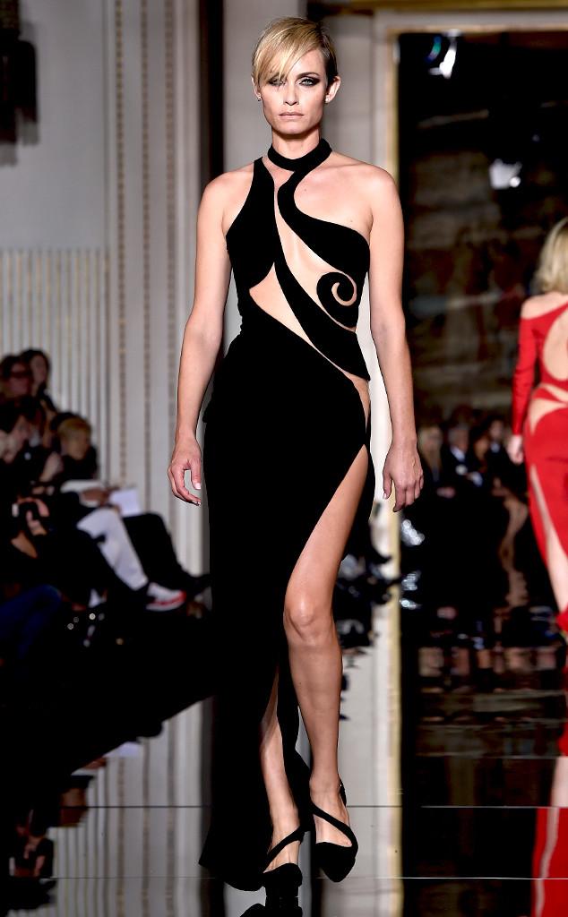 Los 10 vestidos más épicos de Versace de la historia (+ Fotos)  740823f4a37