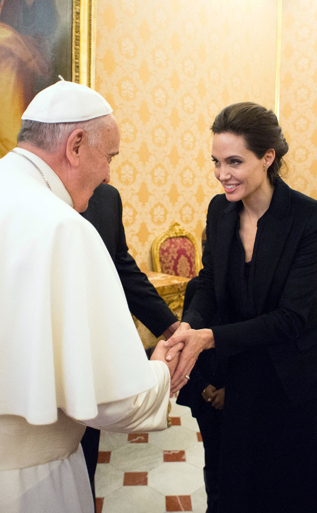 Angelina Jolie encontra Papa Francisco no Vaticano