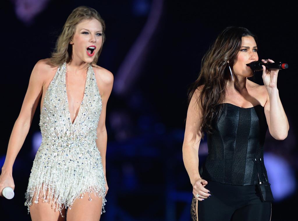Taylor Swift Amp Idina Menzel Sing Frozen S Let It Go