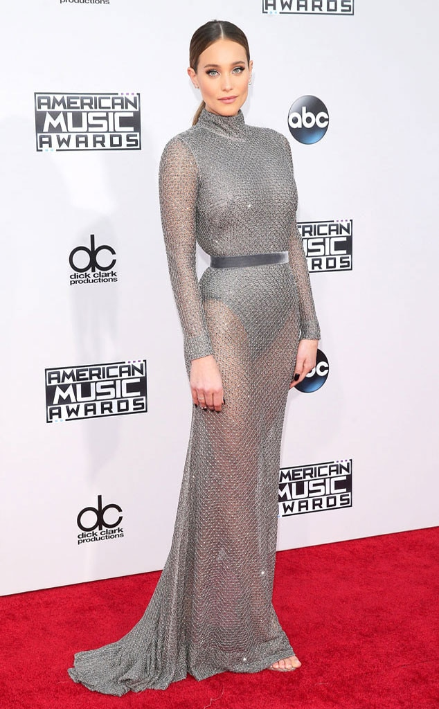 Hannah Davis, 2015 American Music Awards