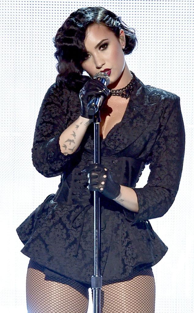 Demi Lovato, 2015 American Music Awards