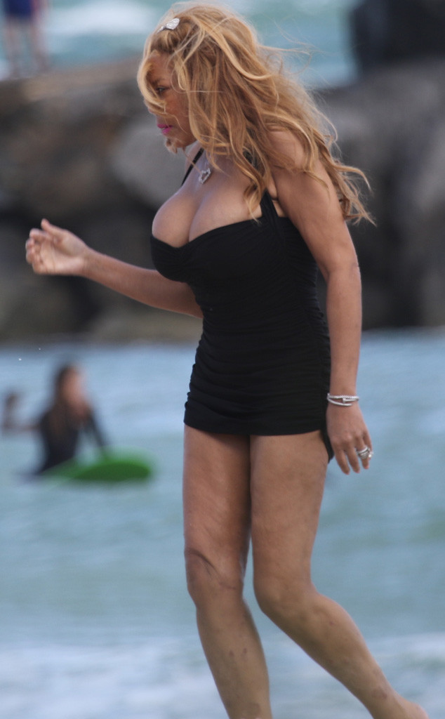 Wendy Williams Becomes A Hot Topic As She Hits The Beach In Skimpy Swimsuit After 50-Pound -4958