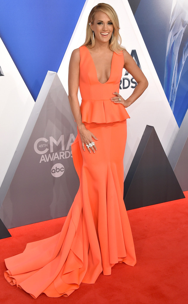 Carrie Underwood, 2015 CMA Awards, Red Carpet