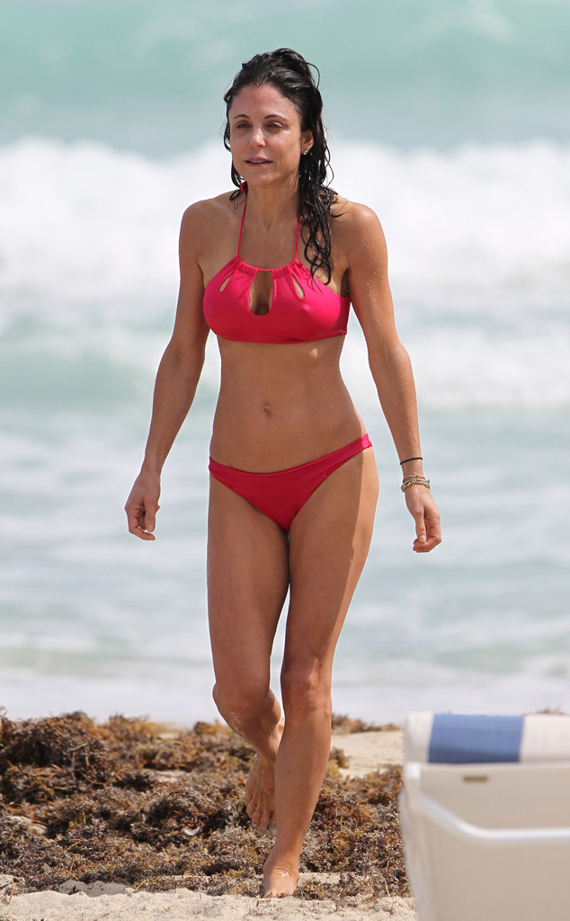 9bc95bd4d21 Damn! Bethenny Frankel Shows Off Skinny Body and Lots of Cleavage in ...