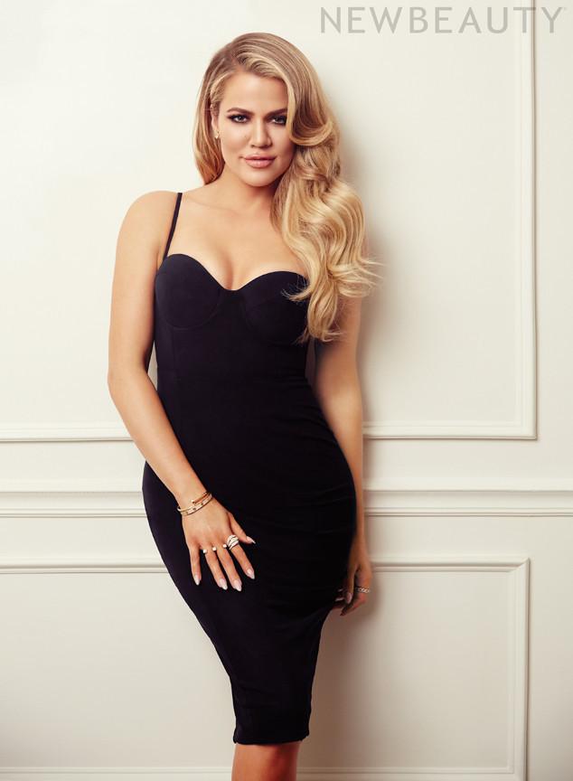 Khloe Kardashian posa muy sensual en ropa deportiva para