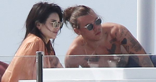 Kendall Jenner, Harry Styles, PDA, FACEBOOK
