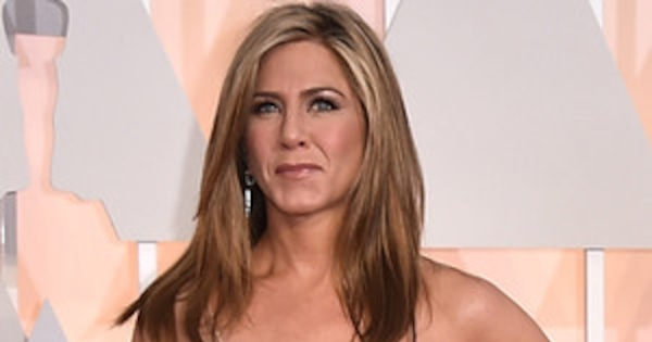 Jennifer Aniston Amps Up The Sex Appeal In Nude, Glittery Gown At The 2015 Oscars -9357