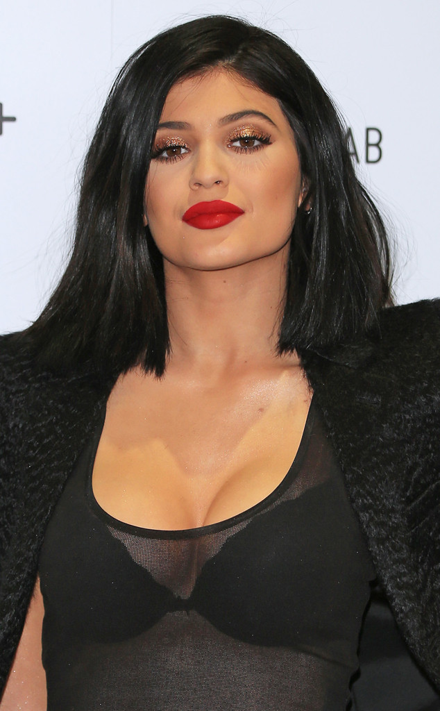 Kylie Jenner Tries And Fails To Successfully Contour Her Cleavage