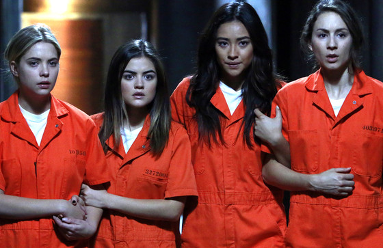 """Want Clues on Who """"A"""" Is? Pretty Little Liars Boss Picks 5 Episodes to Rewatch Before the Finale"""