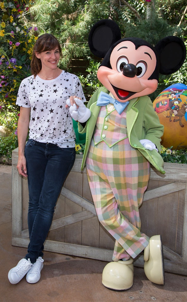 Jennifer Garner, Mickey Mouse, Disneyland