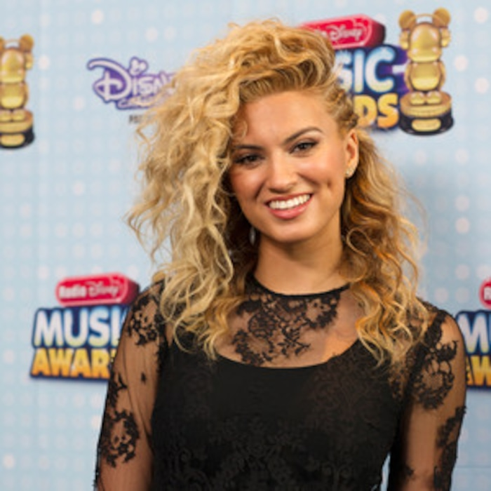 10 things to know about tori kelly e news
