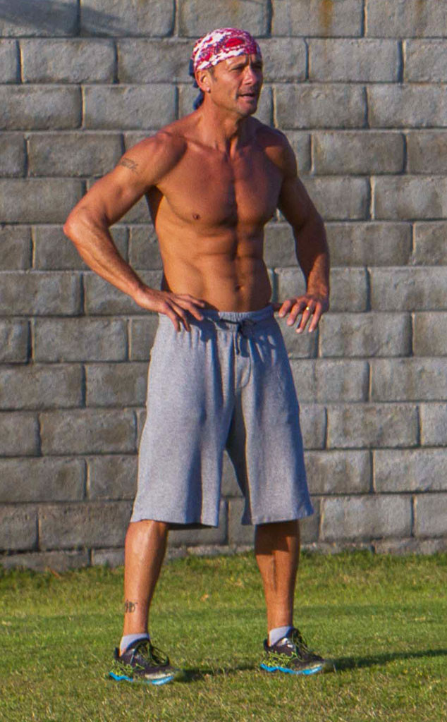 See Tim Mcgraw S Eight Pack Abs E News