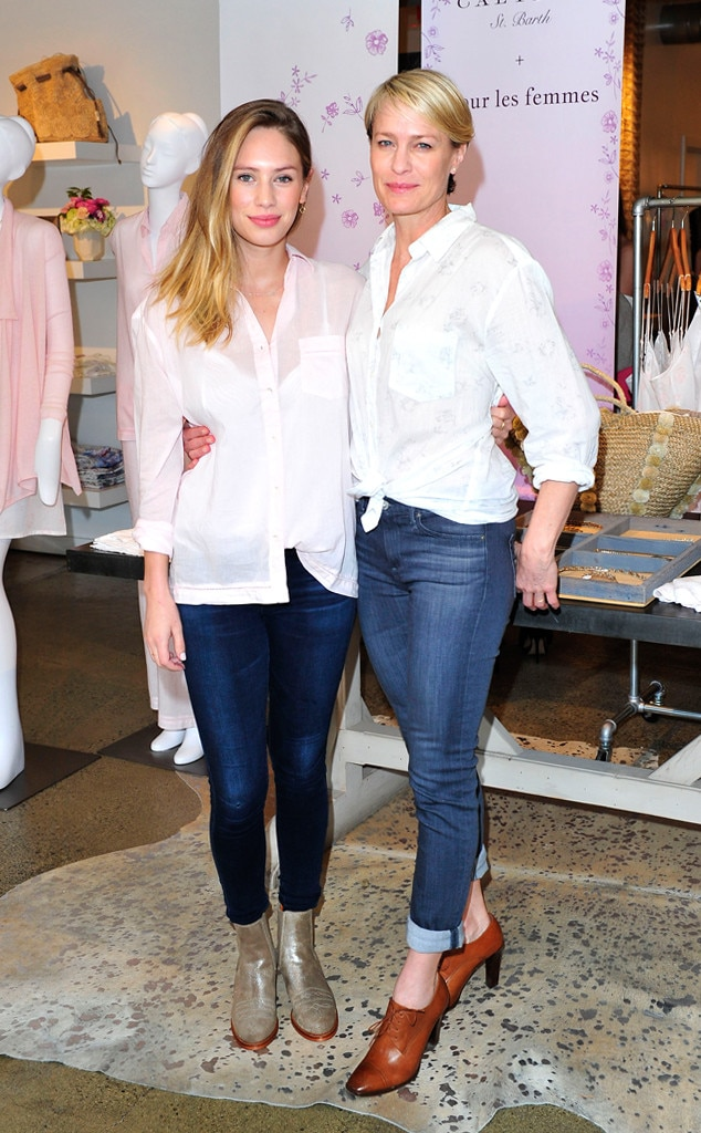 Robin Wright & Dylan Penn -  The nearly identical stunning stars even dress the same!