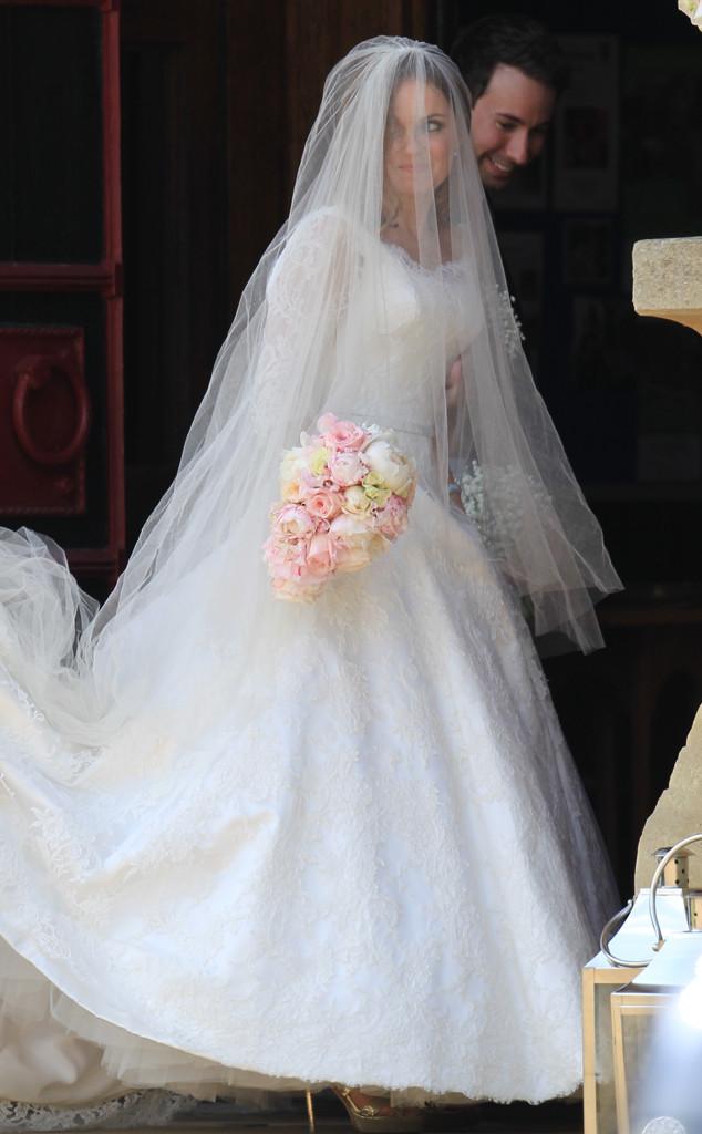 Spice Girls Singer Geri Halliwell Is Married: See Her Stunning ...
