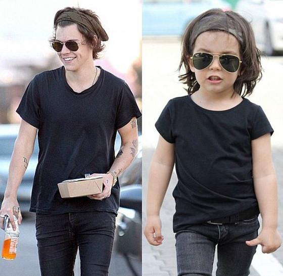 Menino de dois anos copia looks de Harry Styles e faz sucesso na internet