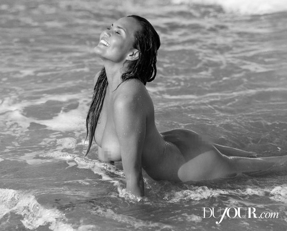Chrissy Teigen Poses Totally Naked In The Ocean See The Sexy Pics