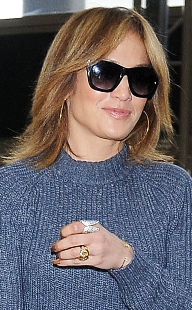 J Lo Debuts Short Haircut At Lax And Gets Confetti Bombed E Online