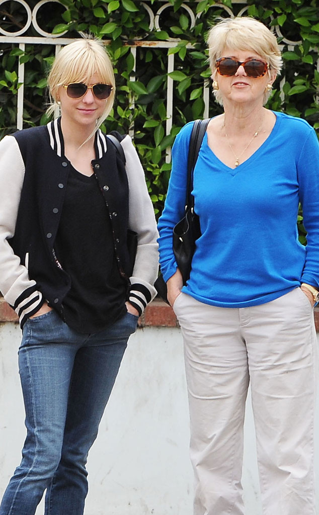 Anna Faris Looks Just Like Her Mom See The Actress