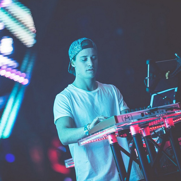 Hot DJs