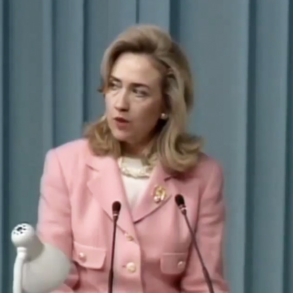 Hillary Clinton Wears Epic '90s Outfit in TBT Pic | E! News