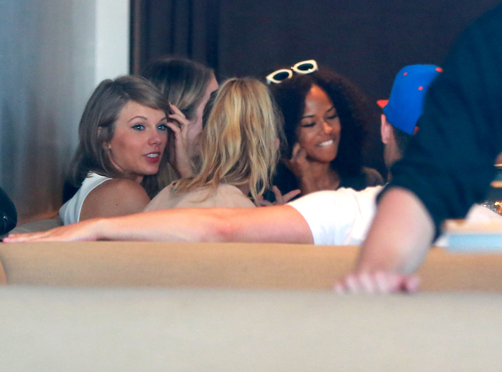 Taylor Swift And Joe Jonas Reunite Hang With Calvin And Gigi E Online