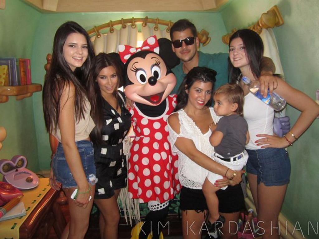 Kendall Jenner, Kim Kardashian, Rob Kardashian, Kourtney Kardashian, Kylie Jenner, Disneyland