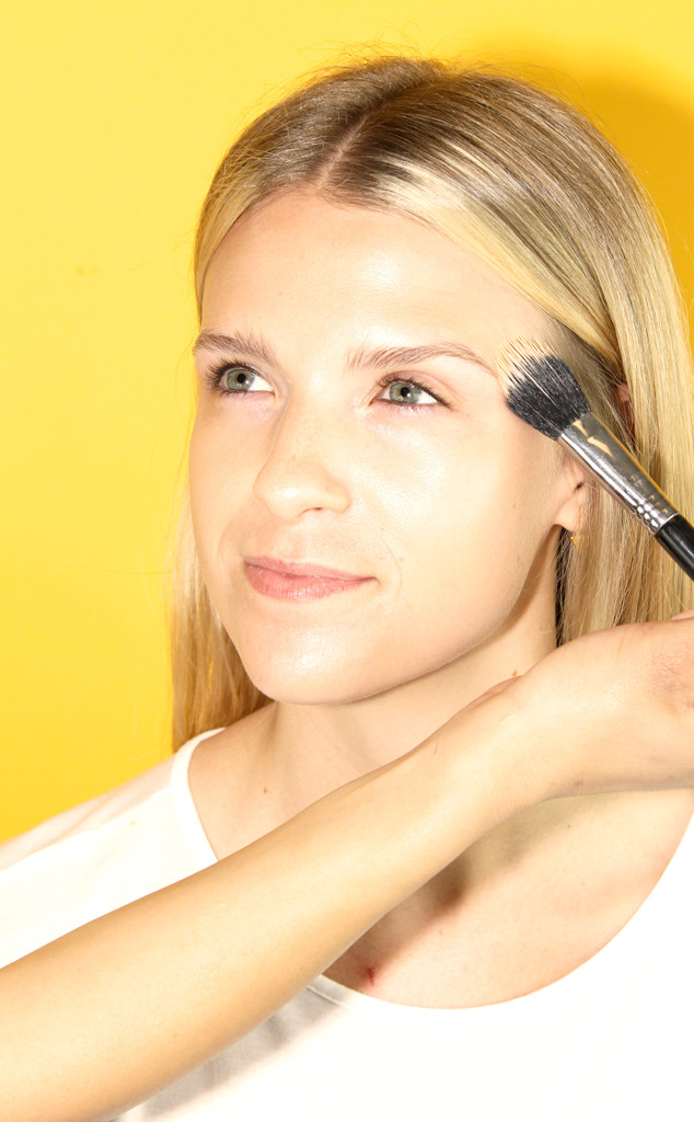 Dossiê das olheiras: especialista ensina como usar o corretivo do jeito certo