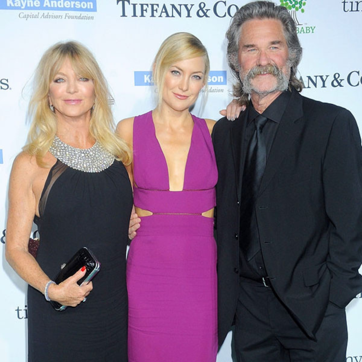 Aw Goldie Hawn And Kurt Russell Snuggle Up To Watch Overboard E Online