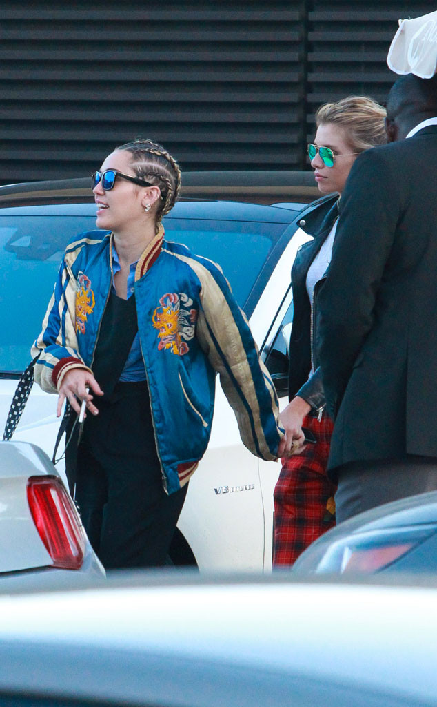 Jw Auto Sales >> Too Cute! Miley Cyrus & Stella Maxwell Hold Hands on Dinner Date | E! News